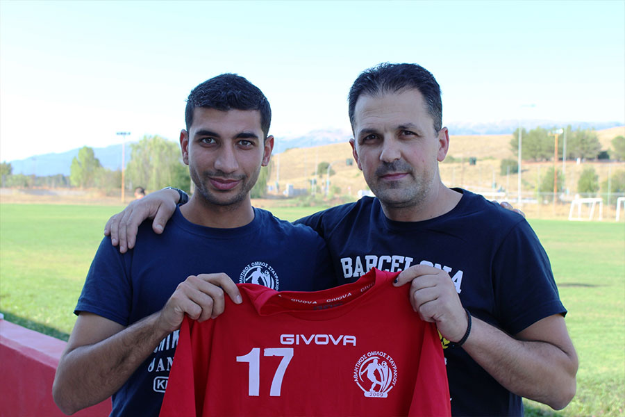 Syrian refugee, supported by Tdh through protective apartments, with his soccer team in Ioannina,